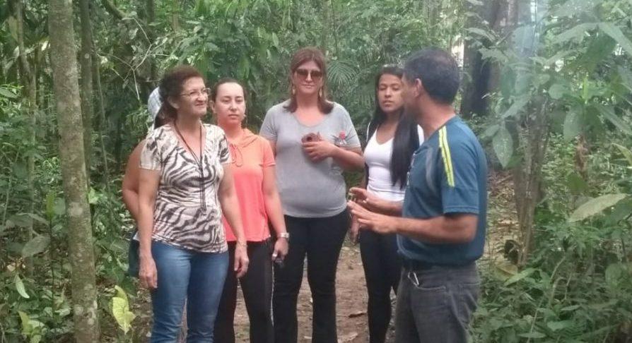 VF Pindamonhangaba - Equipe atendendo visitante