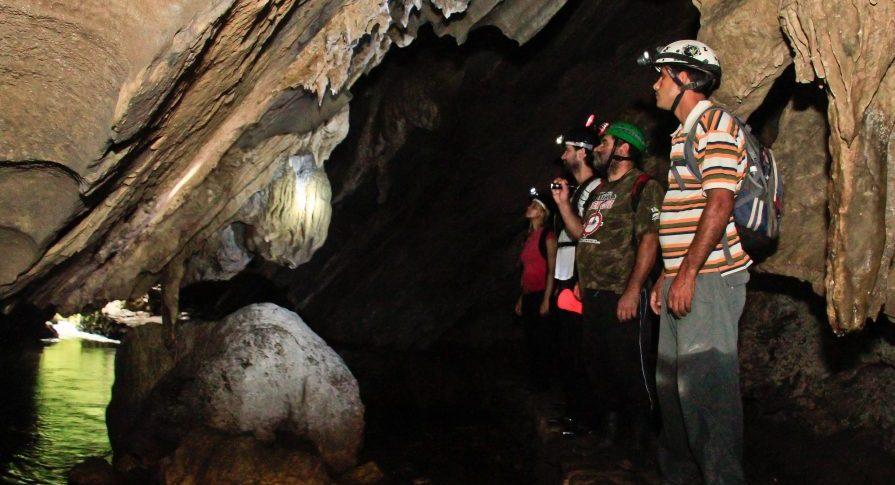 PETAR - Trilha e Caverna Santana